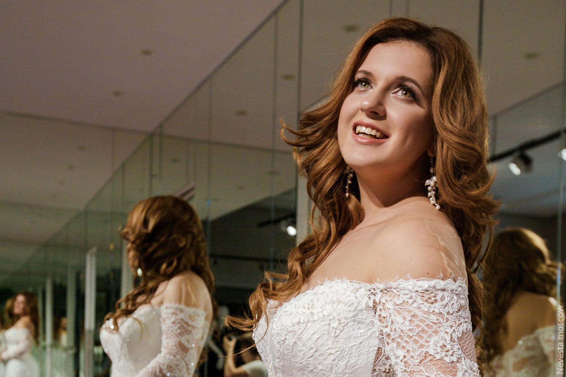 Анастасия Денисова выбирает образ для своей свадьбы фото 13