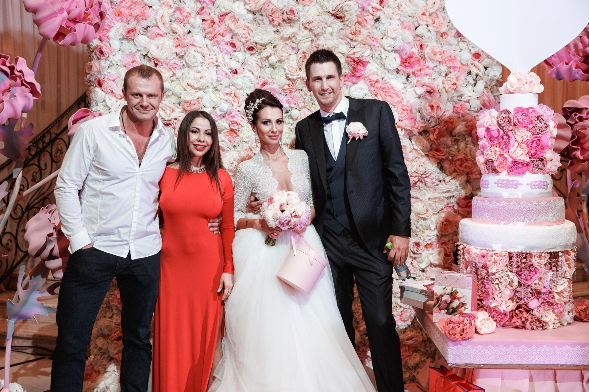 Пионовая свадьба. Свадьба Анны Грачевской и Артема Кузякина фото 30