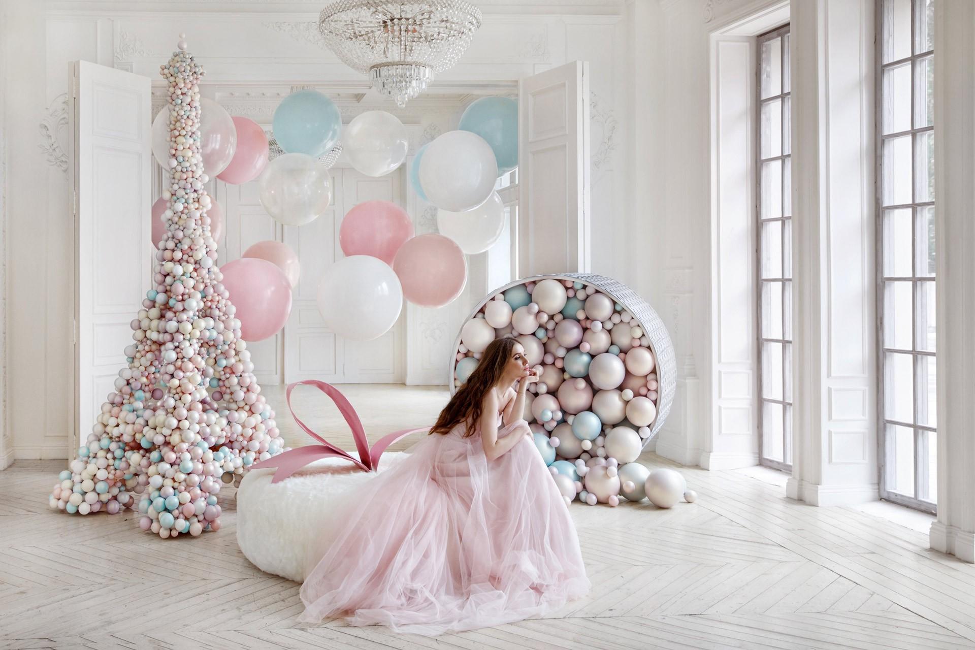 фотостудии для розовой свадьбы того времени отличалась