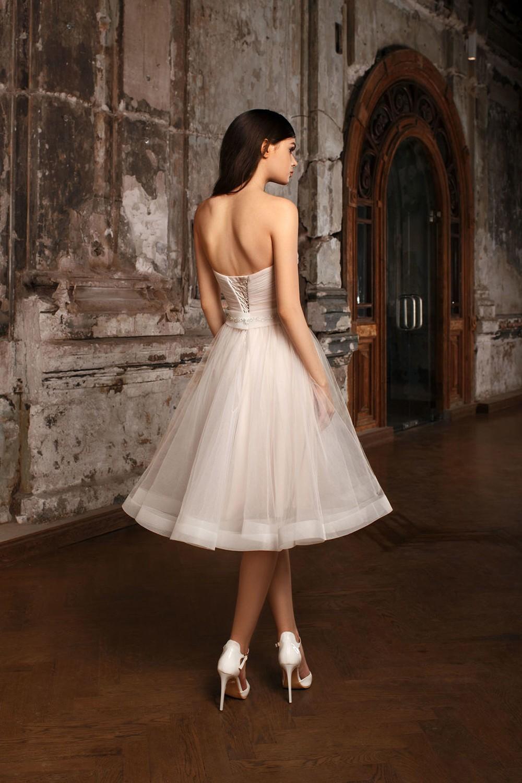 858efedd5ac Маленькое белое платье  как подобрать длину свадебного наряда ...