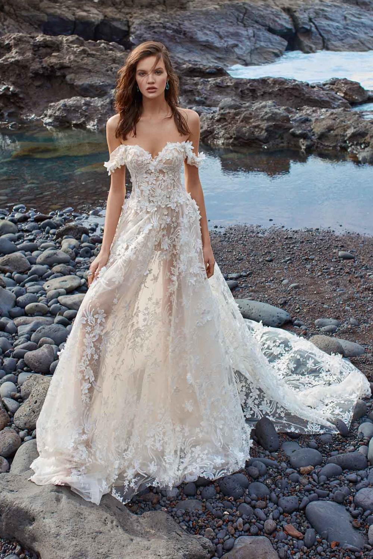 dd1fcd84615 Выбор невесты  платья от лучших свадебных салонов в Москве · NEVESTA ...