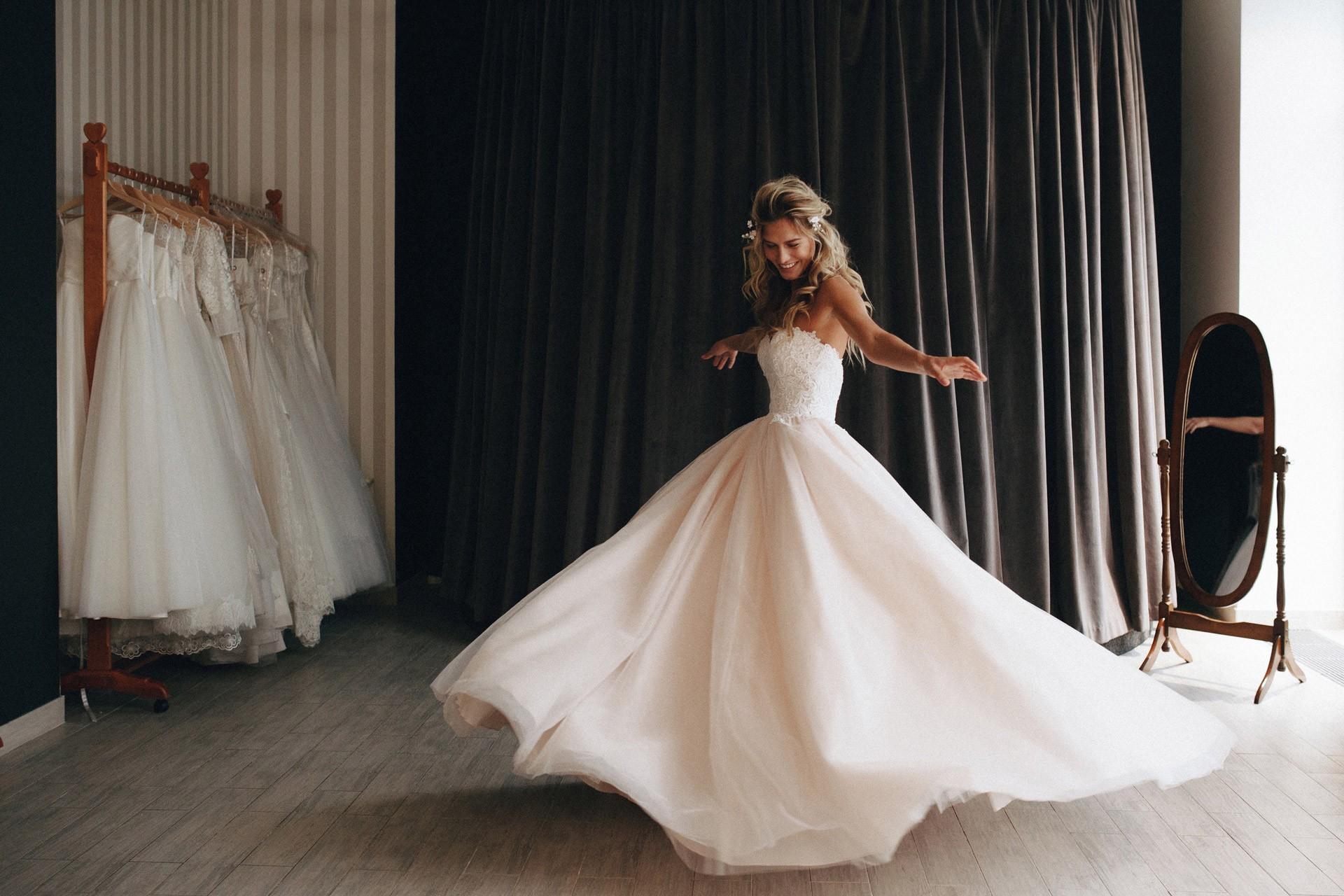 К чему видеть себя в свадебном платье на фотографии.
